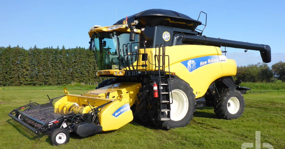 2010 New Holland CR9080 combine sold by Ritchie Bros.